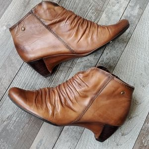 Pikolinos leather slouchy ankle boots 39